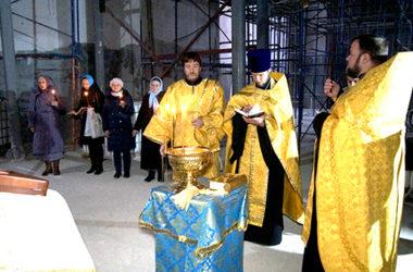 В строящемся соборе Александра Невского в Волгограде отслужили молебен в память о благоверном князе
