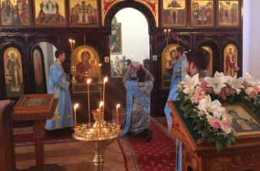 В женском монастыре в Дубовке Божественную литургию возглавил Владыка Феодор