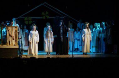 В Волгограде состоялся показ обновленной версии спектакля «Крестители»