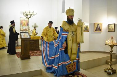 Владыка Феодор совершил всенощное бдение в Никольском храме