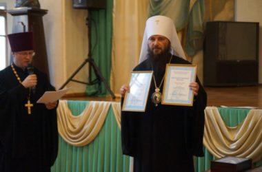 Владыка Федор наградил священнослужителей и мирян Волгоградской епархии