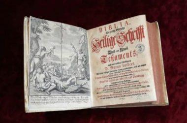 Музей-заповедник «Старая Сарепта» получил на хранение уникальный экземпляр Библии