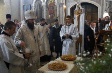 Митрополит Феодор совершил Литургию в храме Сергия Радонежского и освятил сочиво