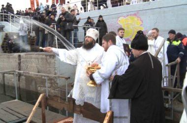 В Волгограде митрополит Феодор совершил чин великого освящения воды