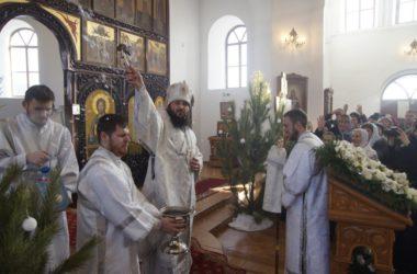 В Крещенский сочельник митрополит Феодор отслужил Божественную литургию в Свято-Вознесенском женском монастыре