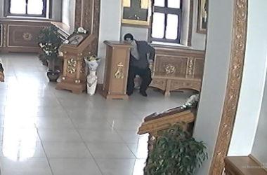 Волжские полицейские задержали человека, совершившего кражу в храме