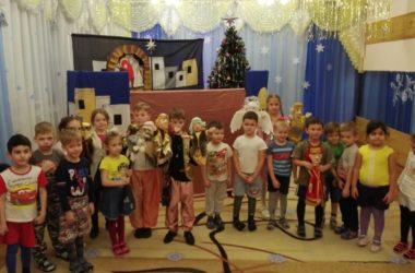 Воспитанники воскресной школы поздравили жителей Городища с Рождеством Христовым