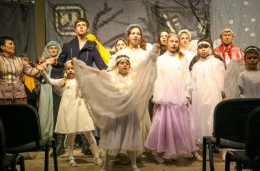 Коллектив «Красное Солнышко» показал Рождественский спектакль