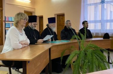 Священнослужители и работники образования встретились за круглым столом
