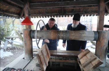 Глава Волгоградской области в Крещенский сочельник побывал на вечернем богослужении