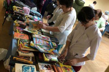 В областной больнице прошла благотворительная ярмарка «Дари добро!»