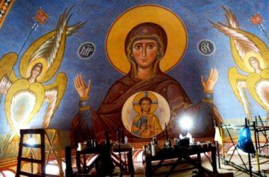 Роспись стен Александро-Невского собора продолжается
