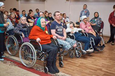 Подопечные дома инвалидов принимали поздравления с Рождеством Христовым