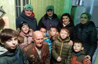 Прихожане храма святого адмирала Ушакова поздравили участников войны