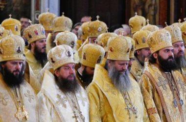 Митрополит Феодор принял участие в Божественной литургии в Храме Христа Спасителя