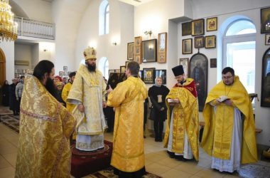 В храме всех Русских Святых состоялась архиерейская служба