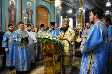 В день Сретения Господня митрополит Феодор совершил Божественную литургию в Казанском кафедральном соборе