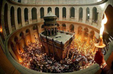 Благодатный огонь будет доставлен в Россию из Иерусалима в Великую Субботу