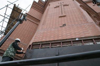 Названа приблизительная дата установки креста на соборе Александра Невского