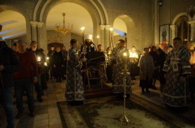 Владыка Феодор  совершил Великое повечерие со чтением покаянного канона в храме Сергия  Радонежского