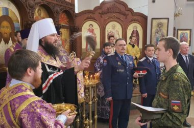 Митрополит Феодор благословил казаков на участие в Параде Победы
