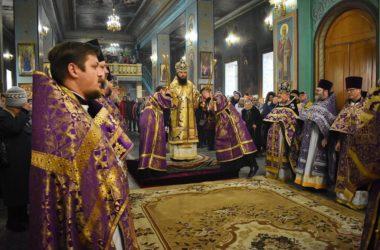 В неделю Торжества Православия митрополит Феодор совершил Божественную литургию в Казанском кафедральном соборе