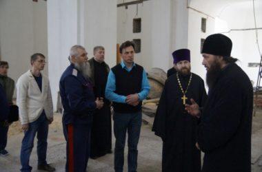 Митрополит Феодор побывал на строительстве храма Иоанна Кронштадтского