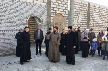 Митрополит Феодор побывал на строительной площадке храма в Тракторозаводском районе Волгограда