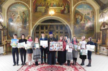 В Никольском соборе Камышинского благочиния поздравили участников городского творческого конкурса