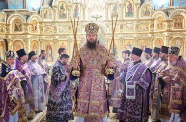 В Великий Четверг митрополит Феодор совершил Божественную литургию в Казанском кафедральном соборе
