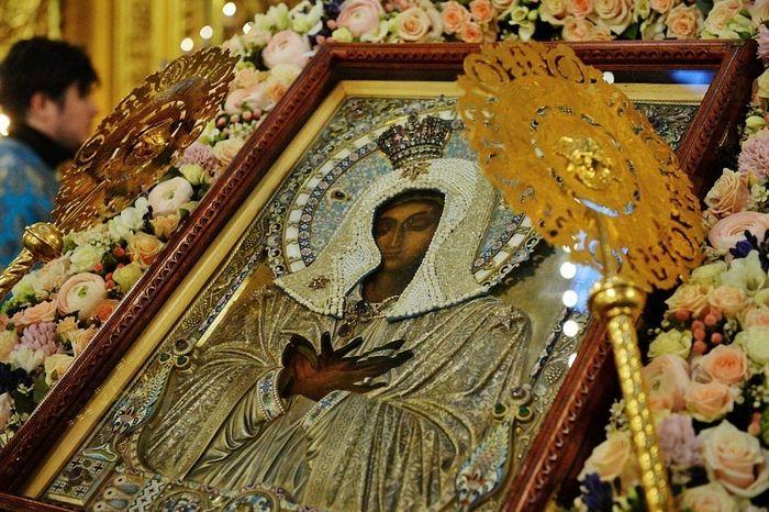 Сегодня все верные призываются на молитву со Святейшим Патриархом в своих домах во время объезда Его Святейшеством Москвы с иконой Божией Матери «Умиление»
