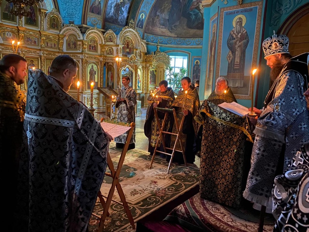 Митрополит Феодор 1 апреля возглавил вечернее богослужение с чтением Великого канона