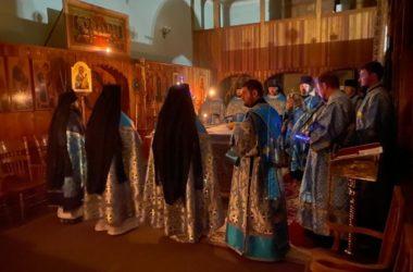 В Свято-Духовском монастыре Волгограда прошла ночная Литургия и Крестный ход
