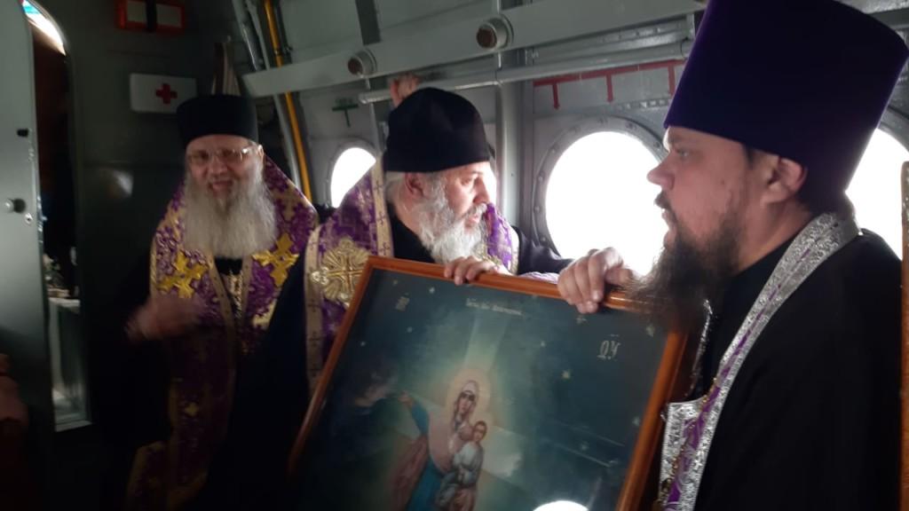 Самолет со святынями пролетает крестным ходом над территорией Волгоградской области