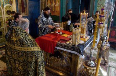 Митрополит Феодор отслужил последнюю Литургию Преждеосвященных Даров Великого поста
