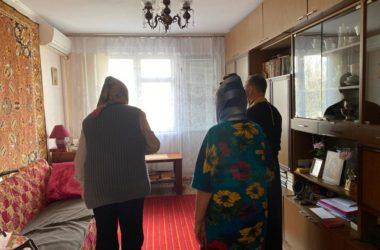 Активисты Волгоградских храмов составляют списки пожилых прихожан, которые нуждаются в посещении священника
