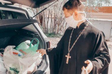 Настоятель и прихожане храма Пресвятой Богородицы «Знамение» передали подарки в дом инвалидов