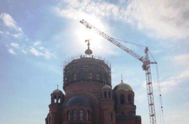 На соборе Александра Невского в Волгограде установили византийский крест