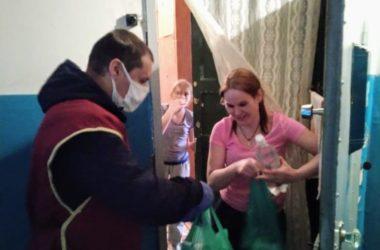 Волонтеры Казанского собора доставляют самоизолированным волгоградцам гуманитарную помощь