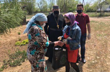Православные волонтеры помогают нуждающимся в отдаленных селах Волгоградской митрополии