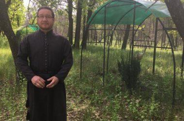 Иеромонах Василиск перевез монастырский зоосад  в «Обитель птиц»
