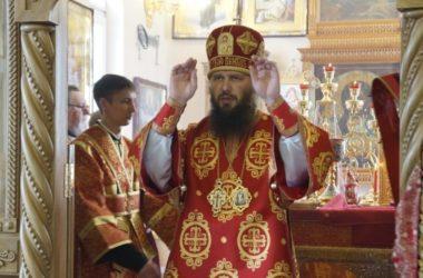 Митрополит Феодор совершил Божественную литургию в храме Иосифа Астраханского