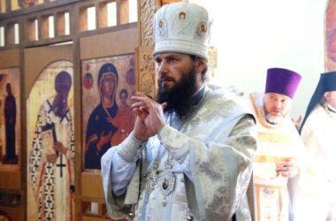В Троицкую родительскую субботу митрополит Феодор совершил Божественную литургию в храме Сергия и Германа Валаамских