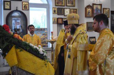 В храме Всех русских святых митрополит Феодор совершил всенощное бдение
