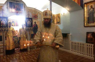 Митрополит Феодор отслужил Божественную литургию в храме Паисия Величковского
