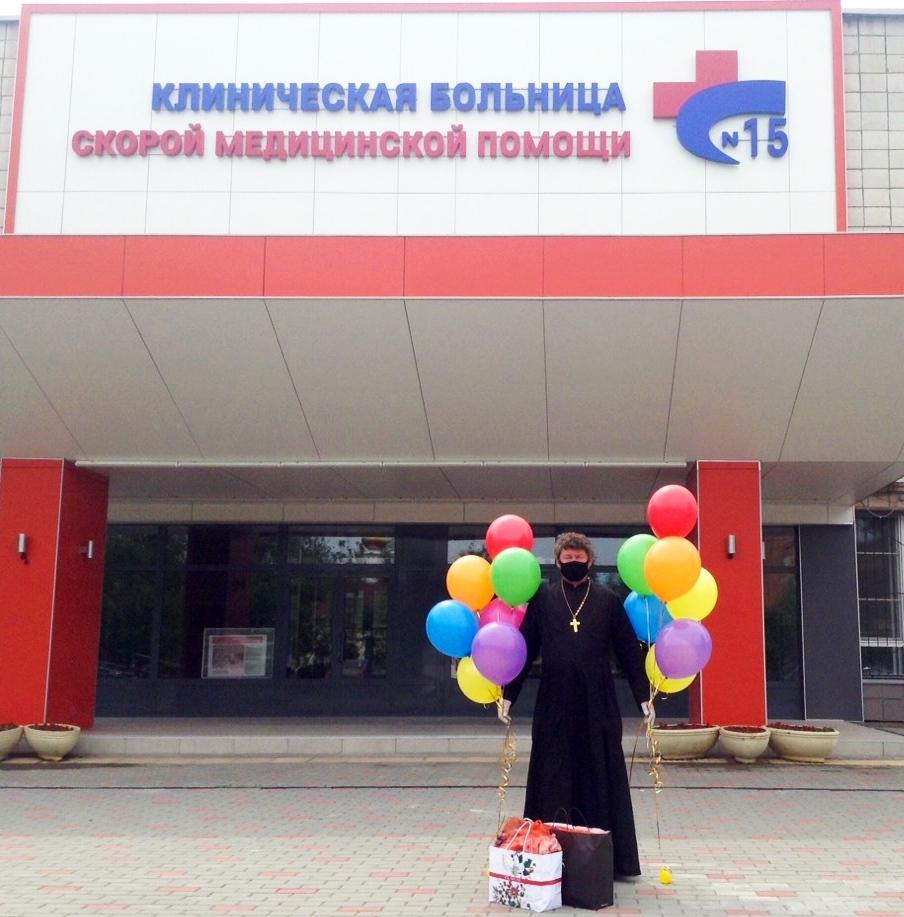 Ответственный за больничное служение поздравил маленьких пациентов больницы с днем защиты детей
