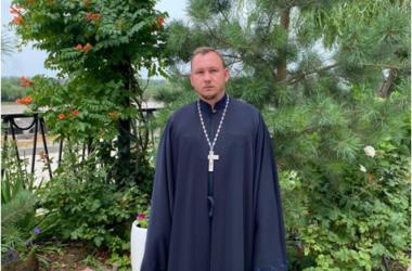 Прихожане поздравили с десятилетием священнической хиротонии отца Евгения Караваева