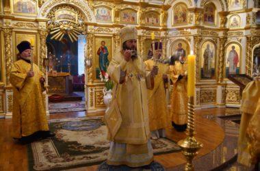 Владыка Феодор совершил всенощное бдение в Казанском кафедральном соборе