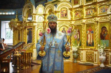 Митрополит Феодор возглавил всенощное бдение в канун престольного праздника в Казанском кафедральном соборе