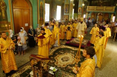 В Казанском кафедральном соборе Волгограда отслужили праздничную Литургию и молебен по особому чину